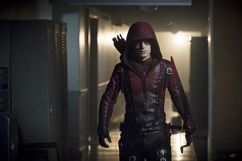 Arrow: l'attore Colton Haynes interpreta Arsenal nella puntata Uprising