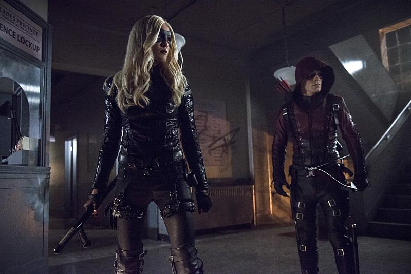 Arrow: Black Canary (Katie Cassidy) e Arsenal (Colton Haynes) in una scena di Uprising