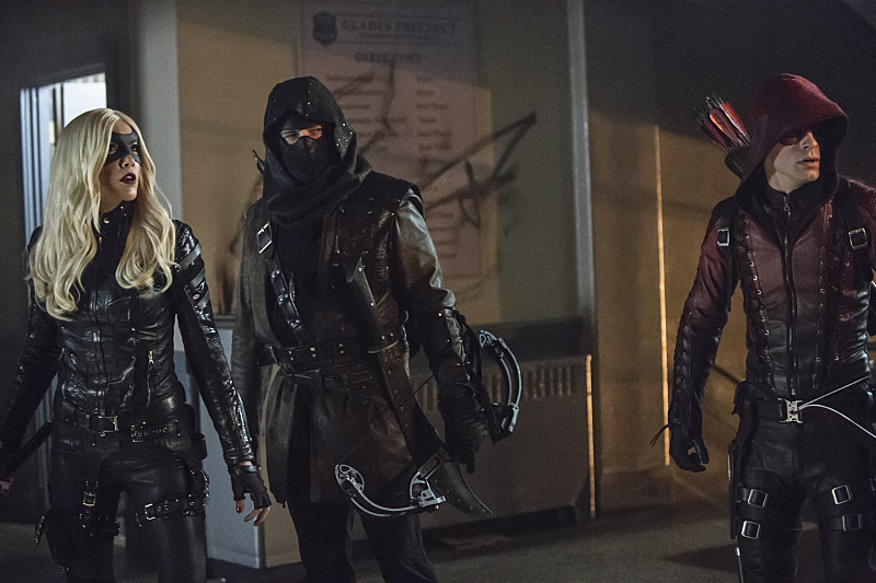 Arrow: Katie Cassidy, John Barrowman e Colton Haynes in Uprising