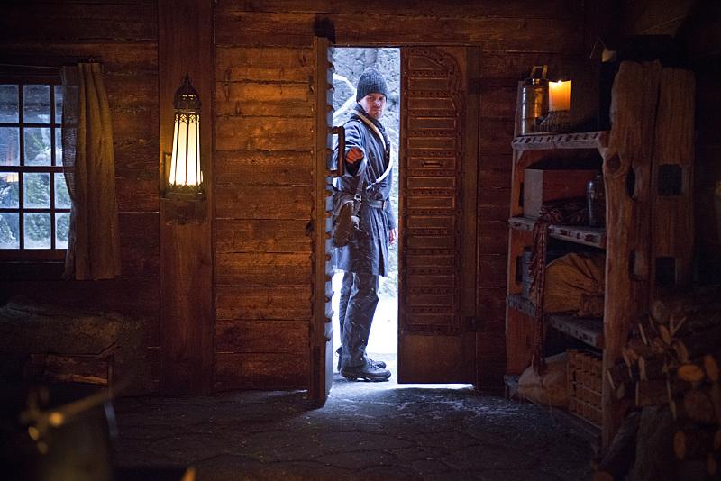 Arrow: l'attore Stephen Amell in una scena dell'episodio Uprising