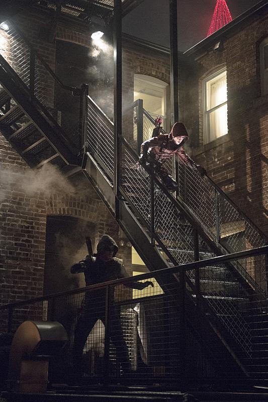 Arrow: Stephen Amell e Colton Haynes nell'episodio intitolato Canaries