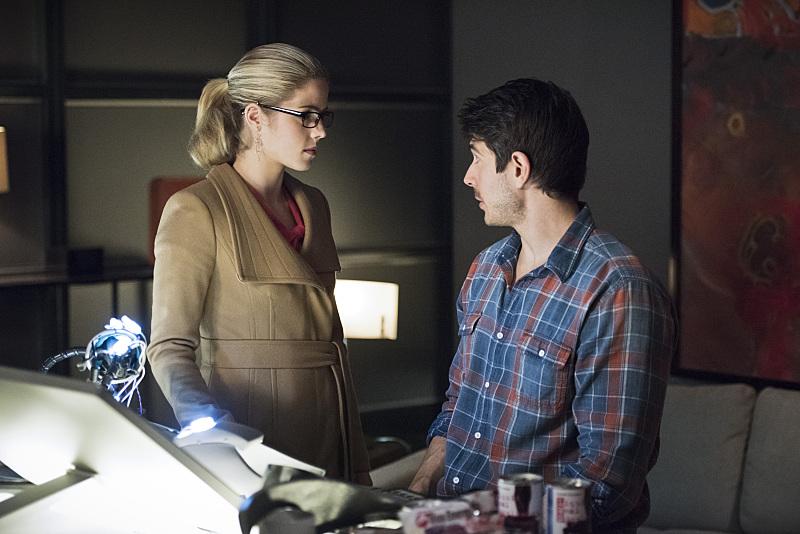 Arrow: Emily Bett Rickards e Brandon Routh in Canaries