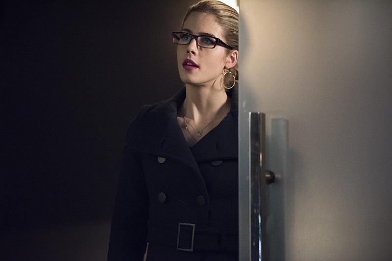 Arrow: l'attrice Emily Bett Rickards è Felicity Smoak nella puntata Canaries