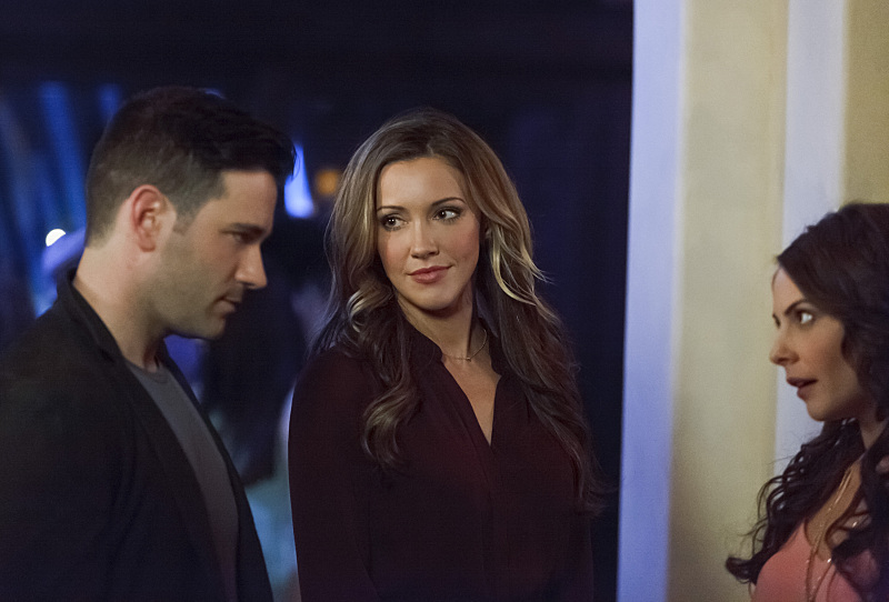 Arrow: Colin Donnell, Katie Cassidy e Willa Holland in Uprising