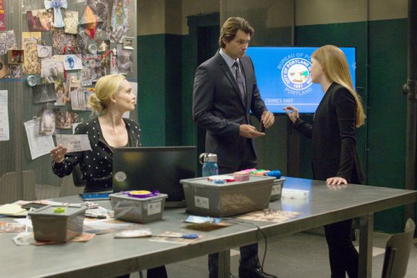 Backstrom: Beatrice Rosen, Kristoffer Polaha e Genevieve Angelson in Takes One to Know One