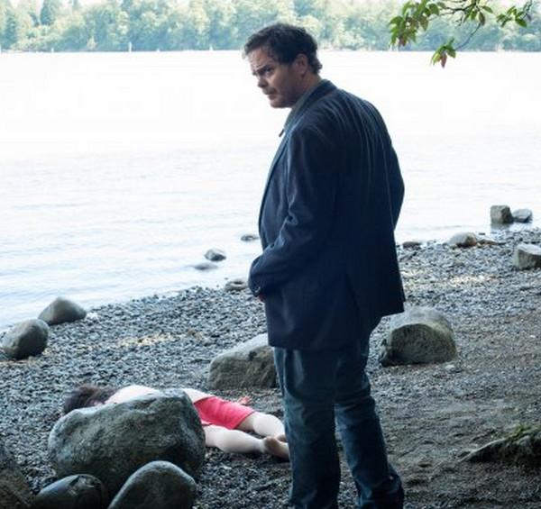 Backstrom: Rainn Wilson interpreta il detective Everett Backstrom in I Am a Bird Now