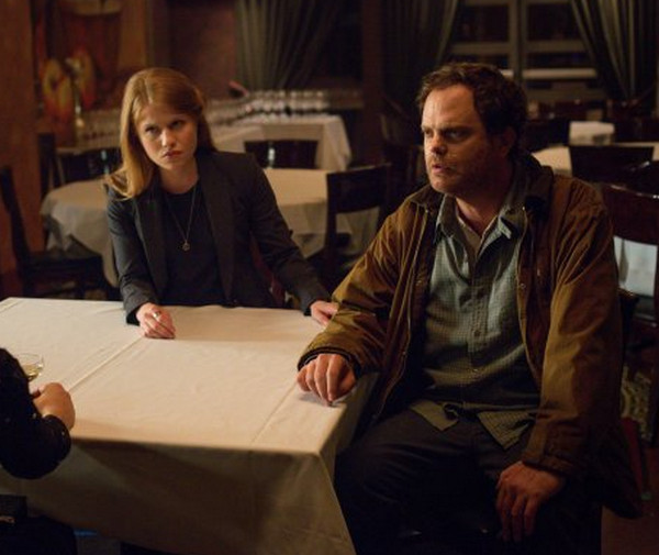 Backstrom: Genevieve Angelson e Rainn Wilson nella puntata I Am a Bird Now