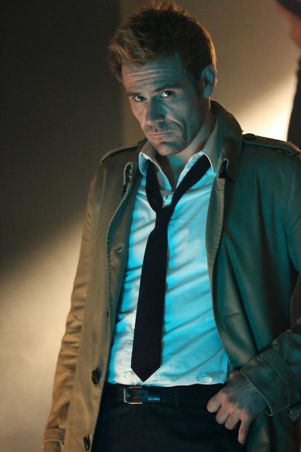 Constantine: l'attore Matt Ryan interpreta John Constantine in Waiting for the Man