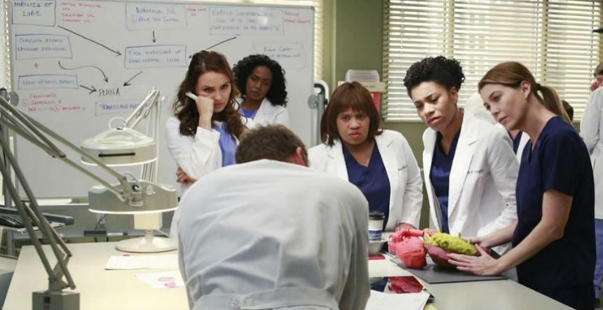 Grey's Anatomy: alcune delle protagoniste femminili della serie nell'episodio The Bed's Too Big Without You