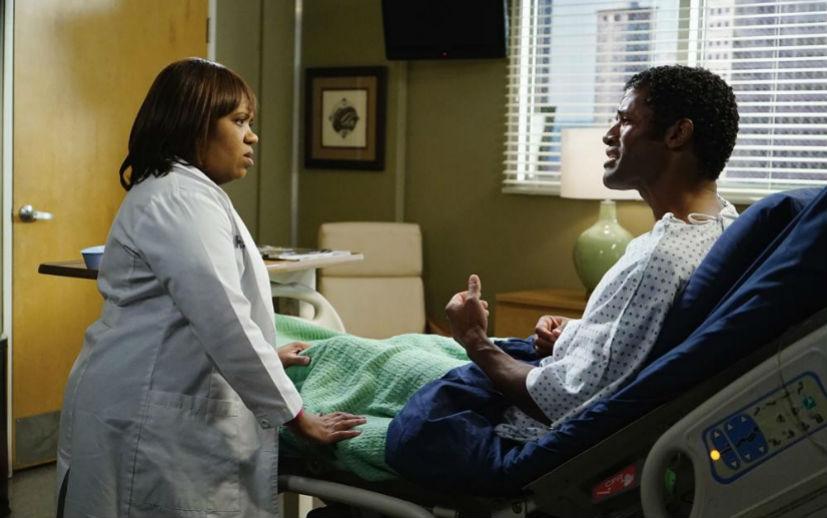 Grey's Anatomy: Chandra Wilson interpreta la dottoressa Bailey in una scena dell'episodio The Great Pretender