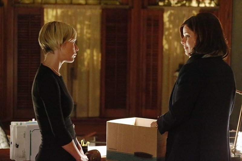 How To Get Away With Murder: le attrici Liza Weil e Marcia Gay Harden nella puntata intitolata Best Christmas Ever