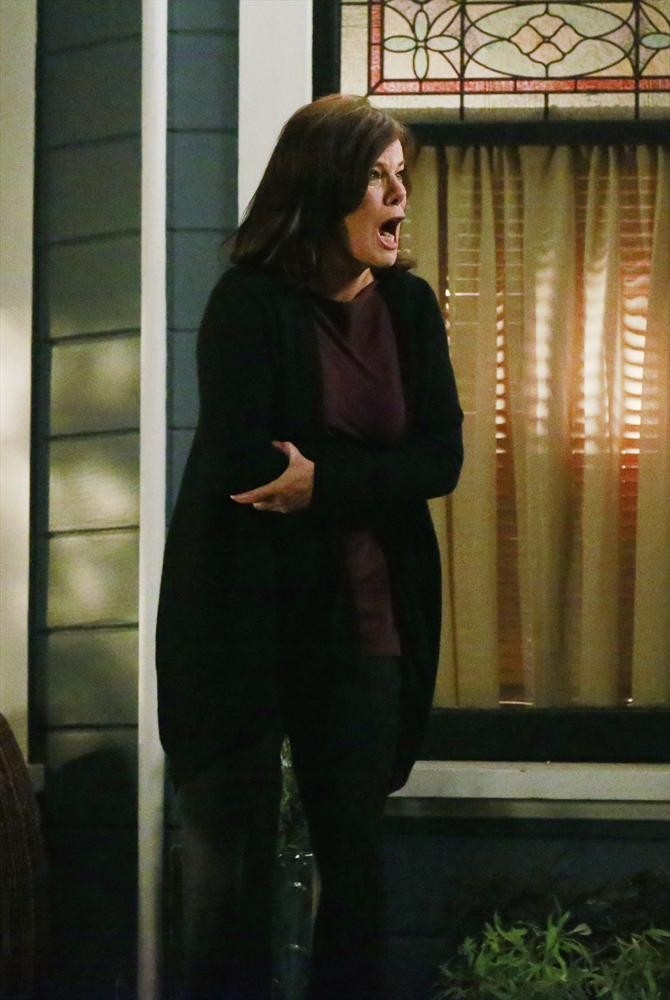 How To Get Away With Murder: l'attrice Marcia Gay Harden in una scena della puntata She's a Murderer