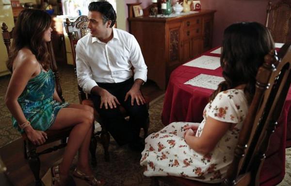 Jane the Virgin: Andrea Navedo, Jaime Camil e Gina Rodriguez in Chapter Fourteen