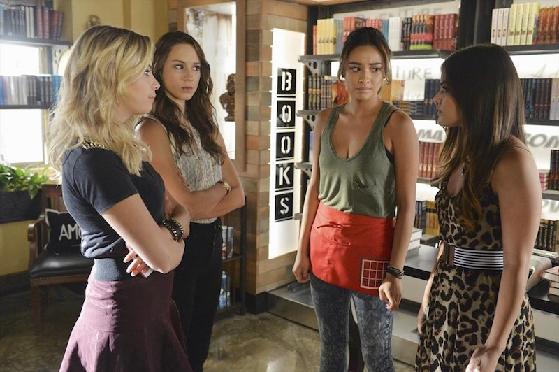 Pretty Little Liars: Ashley Benson, Troian Bellisario, Shay Mitchell e Lucy Hale nella puntata Oh What Hard Luck Stories They All Hand Me