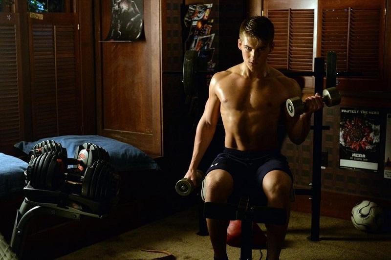 Pretty Little Liars: l'attore Cody Christian in un'immagine dell'episodio Out Damned Spot