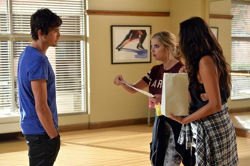 Pretty Little Liars: Tyler Blackburn, Ashley Benson e Shay Mitchell in Pretty Isn't the Point