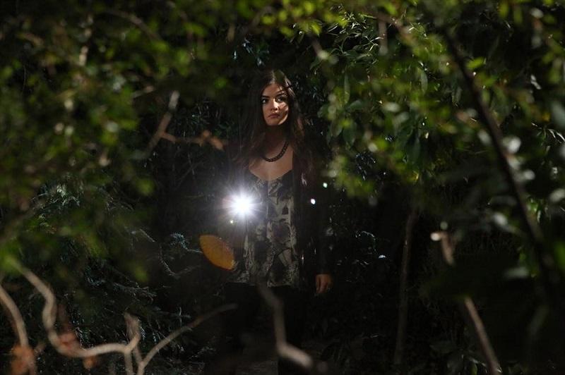 Pretty Little Liars: l'attrice Lucy Hale interpreta Aria nella puntata Pretty Isn't the Point
