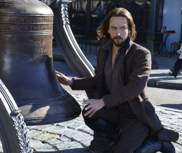Sleepy Hollow: Tom Mison è Ichabod Crane nell'episodio Awakening