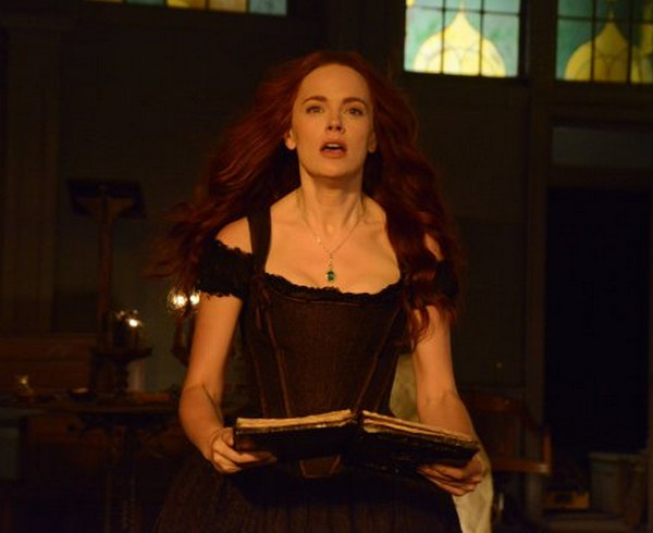 Sleepy Hollow: l'attrice Katia Winter interpreta Katrina Crane in Awakening