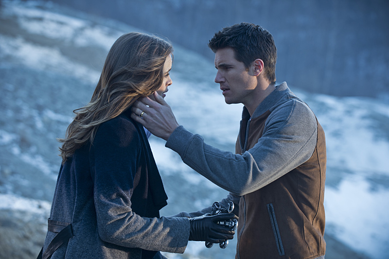 The Flash: Danielle Panabaker e Robbie Amell nella puntata intitolata The Nuclear Man