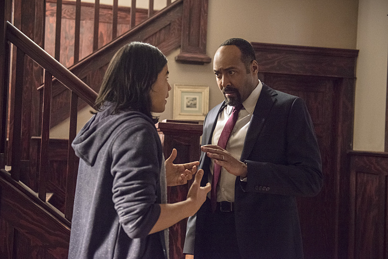 The Flash: Carlos Valdes e Jesse L. Martin nell'episodio The Nuclear Man