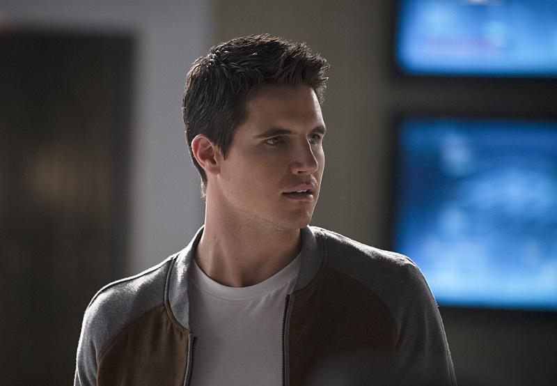 The Flash: Robbie Amell interpreta Ronnie nell'episodio The Nuclear Man