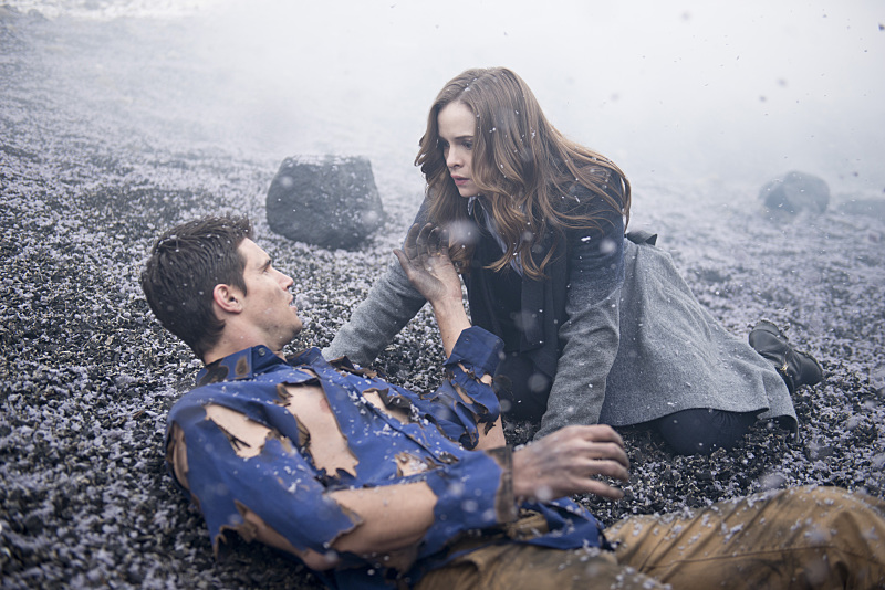 The Flash: Ronnie (Robbie Amell) e Caitlin (Danielle Panabaker) in Fallout