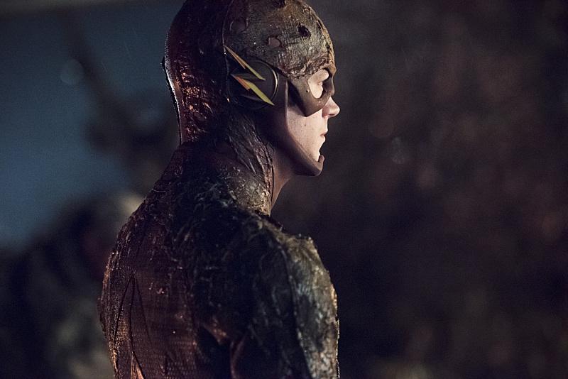 The Flash: il protagonista Barry Allen (Grant Gustin) in una scena dell'episodio Fallout