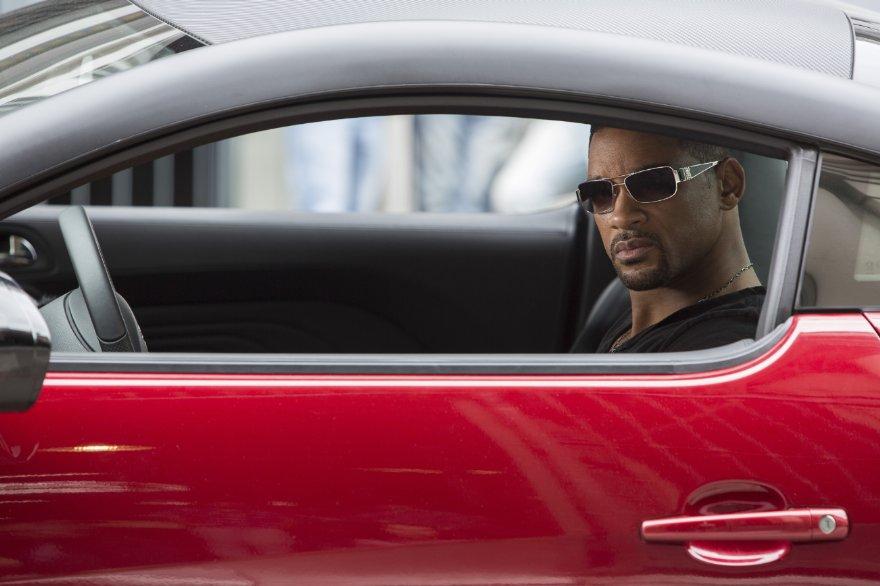 Focus - Niente è come sembra: Will Smith nei panni di Nicky, esperto di depistaggi, in una scena