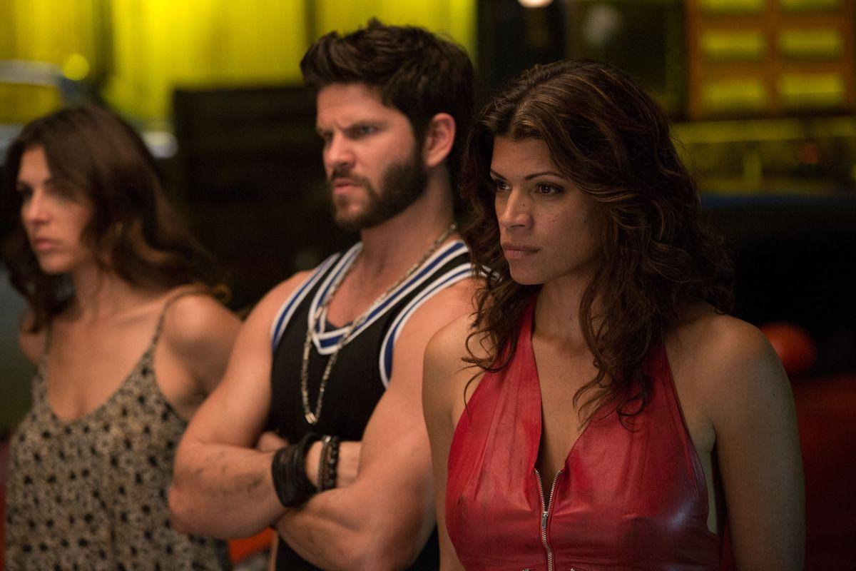 Superfast & Superfurious: Daniel Booko e Andrea Navedo in una scena del film