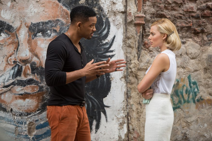 Will Smith in una scena di 'Focus - Niente è come sembra' insieme a Margot Robbie
