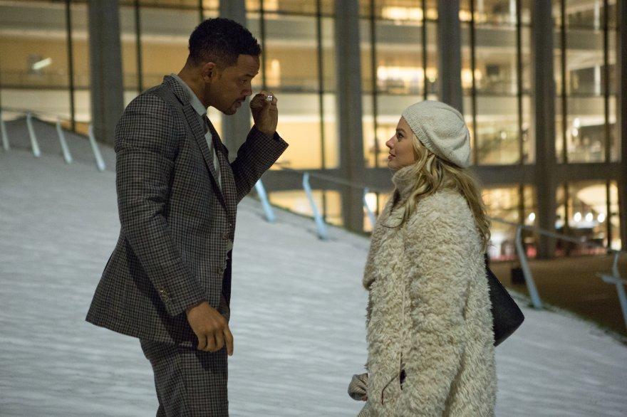 Focus - Niente è come sembra: Will Smith con Margot Robbie in un'immagine tratta dal film d'azione