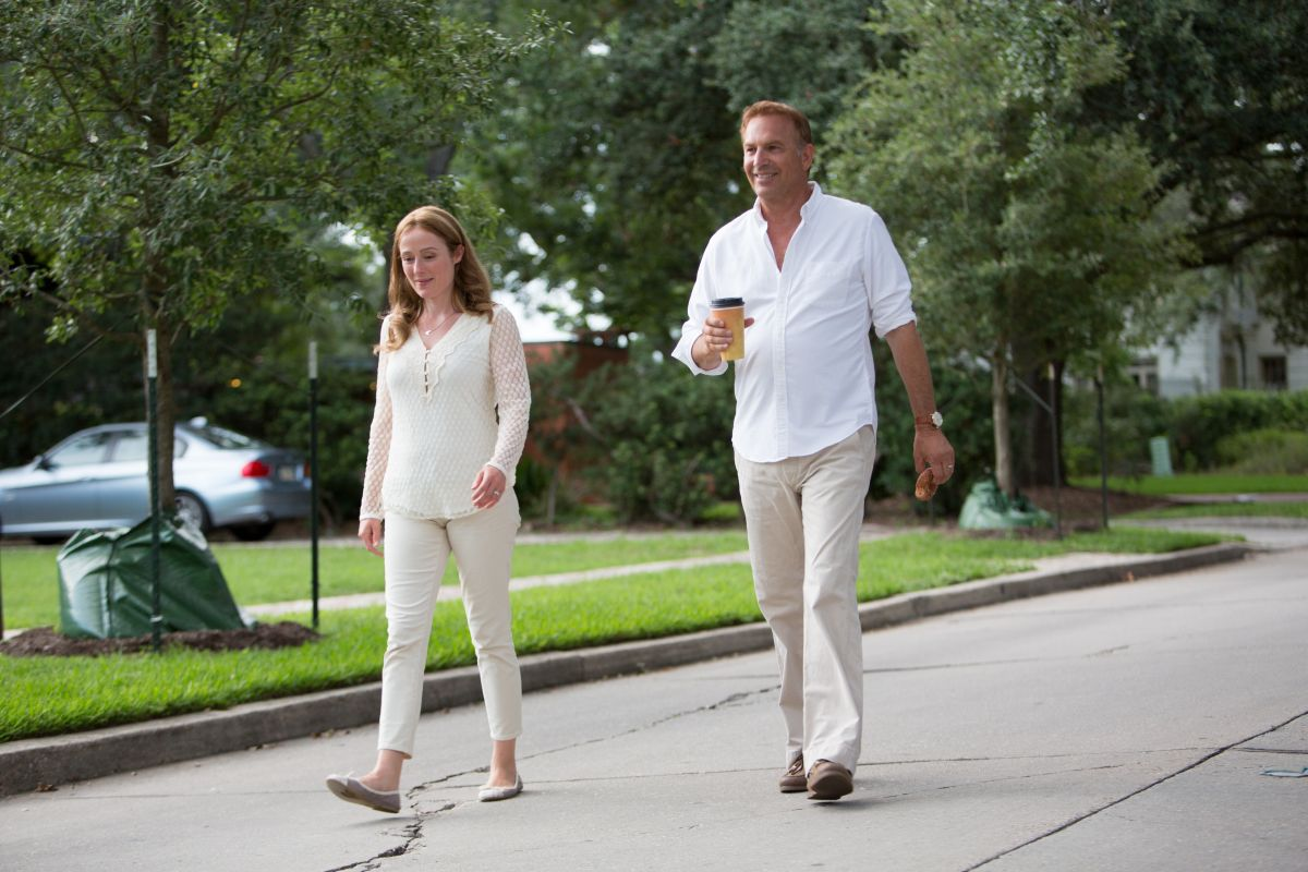 Black or White: Kevin Costner con Jennifer Ehle in una scena