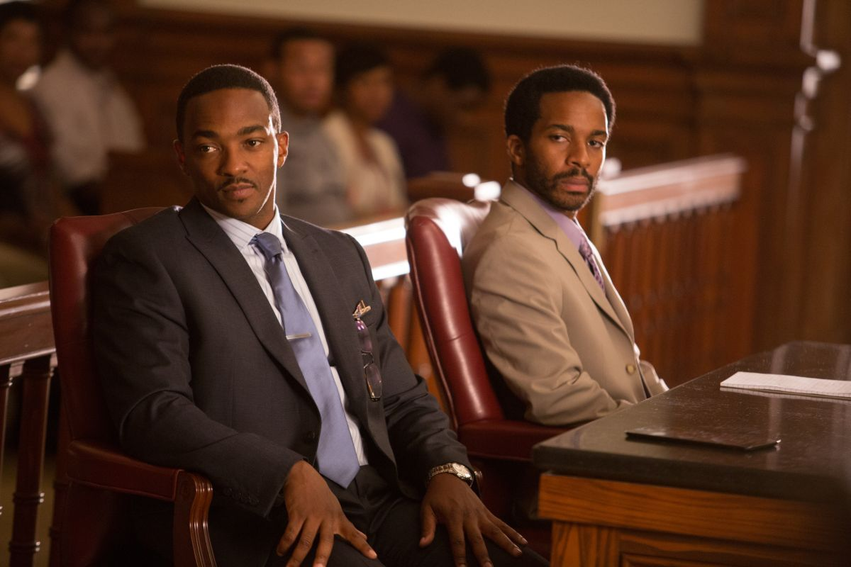 Black or White: André Holland con Anthony Mackie in una scena