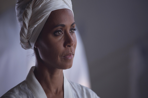 Gotham: Jada Pinkett Smith in una scena dell'episodio intitolato Red Hood