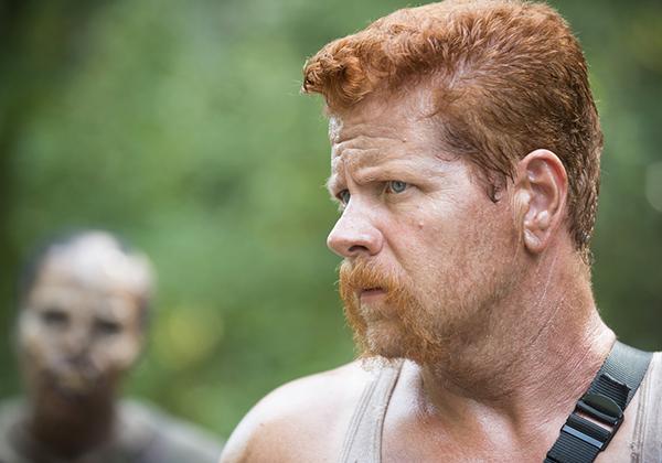 The Walking Dead: l'attore Michael Cudlitz in una scena dell'episodio La distanza
