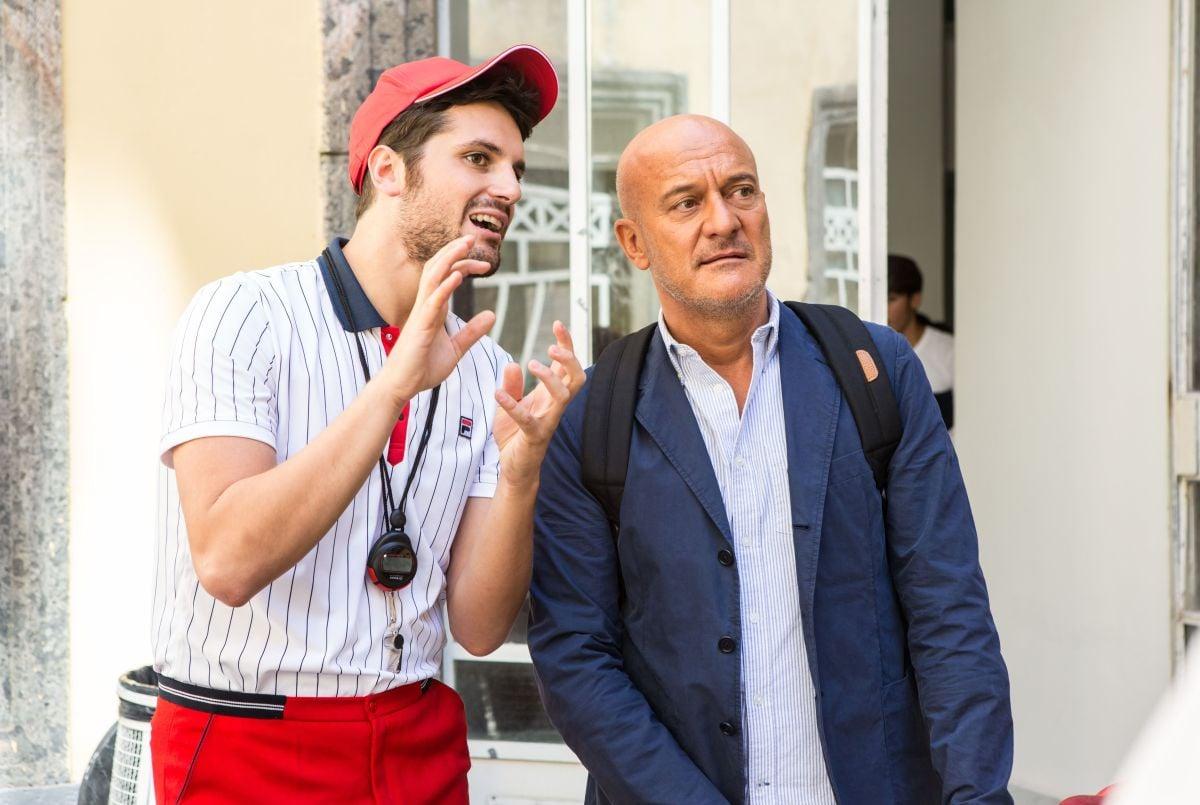 Ma che bella sorpresa: Claudio Bisio insieme a Frank Matano in una scena del film
