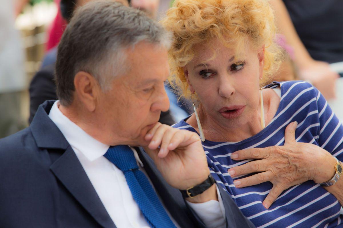 Ma che bella sorpresa: Renato Pozzetto parla con Ornella Vanoni in una scena del film