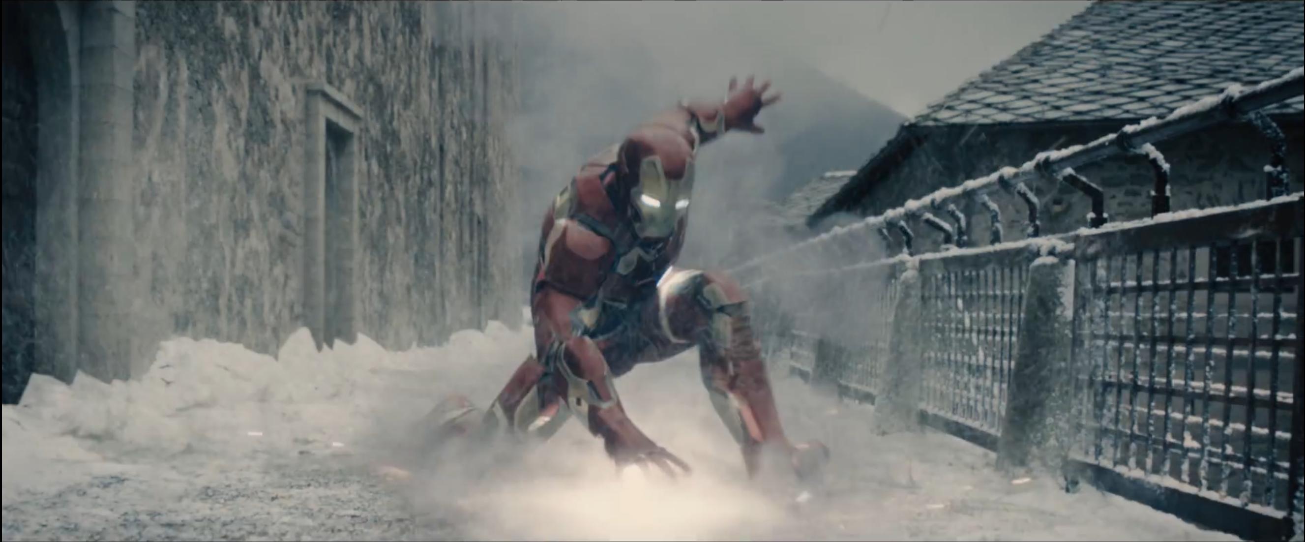 Iron Man in una immagine dal trailer di Avengers: Age of Ultron
