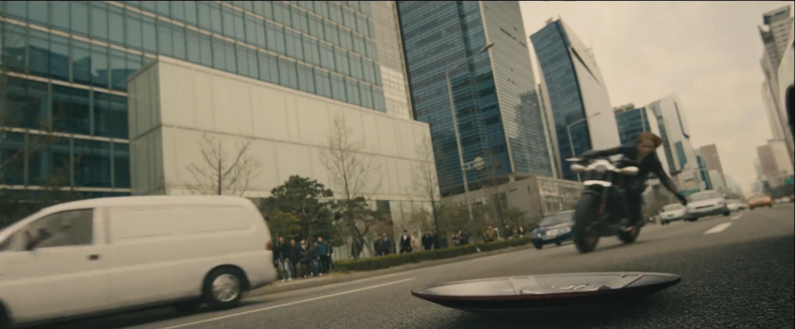 Scarlett Johansson in una immagine del trailer di Avengers: Age of Ultron