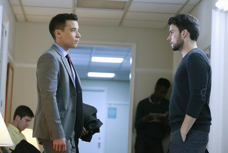 How to Get Away With Murder: Conrad Ricamora e Jack Falahee in una sequenza della puntata The Night Lila Died