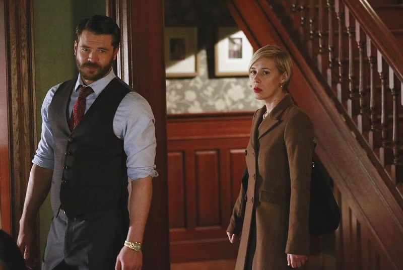 How to Get Away With Murder: Charlie Weber e Liza Weil interpretano una scena della puntata The Night Lila Died