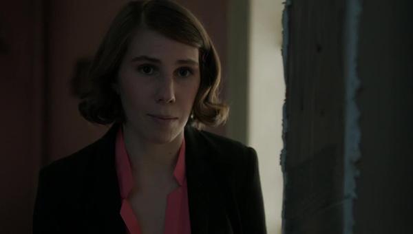 Girls: Zosia Mamet interpreta Shoshanna nella puntata Sit-In