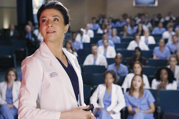 Grey's Anatomy: l'attrice Caterina Scorsone in una scena dell'episodio Staring at the End