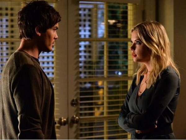 Pretty Little Liars: Tyler Blackburn e Ashley Benson nell'episodio To Plea or Not to Plea