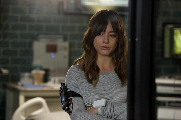 Agents of S.H.I.E.L.D.: l'attrice Chloe Bennet in una scena dell'episodio Aftershocks