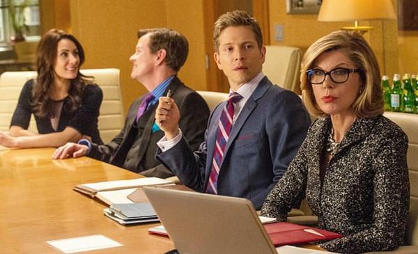 The Good Wife: Laura Benanti, Dylan Baker, Matt Czuchry e Christine Baranski nell'episodio intitolato Dark Money