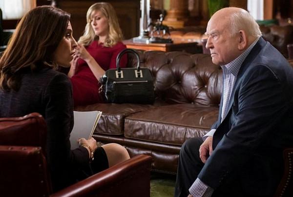 The Good Wife: Julianna Margulies ed Edward Asner nella puntata Dark Money