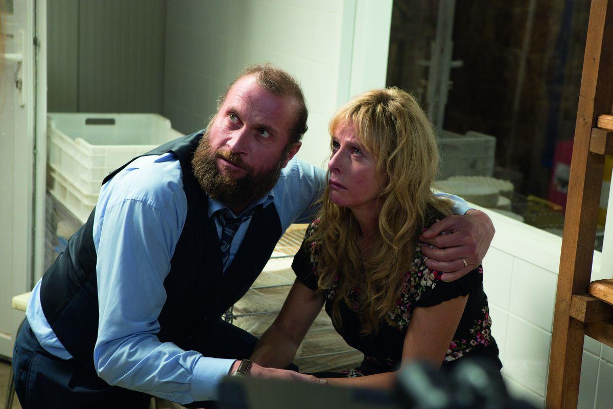 La famiglia Belier: Karin Viard con François Damiens in una drammatica scena