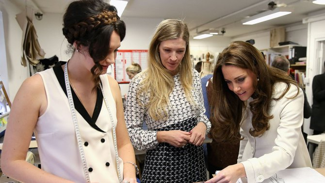Downton Abbey: Kate Middleton esplora i costumi della serie